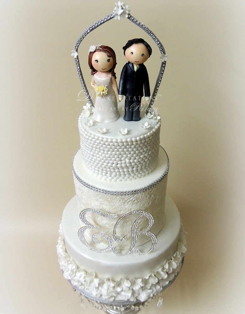 Bride & Groom Topper Wedding Cake